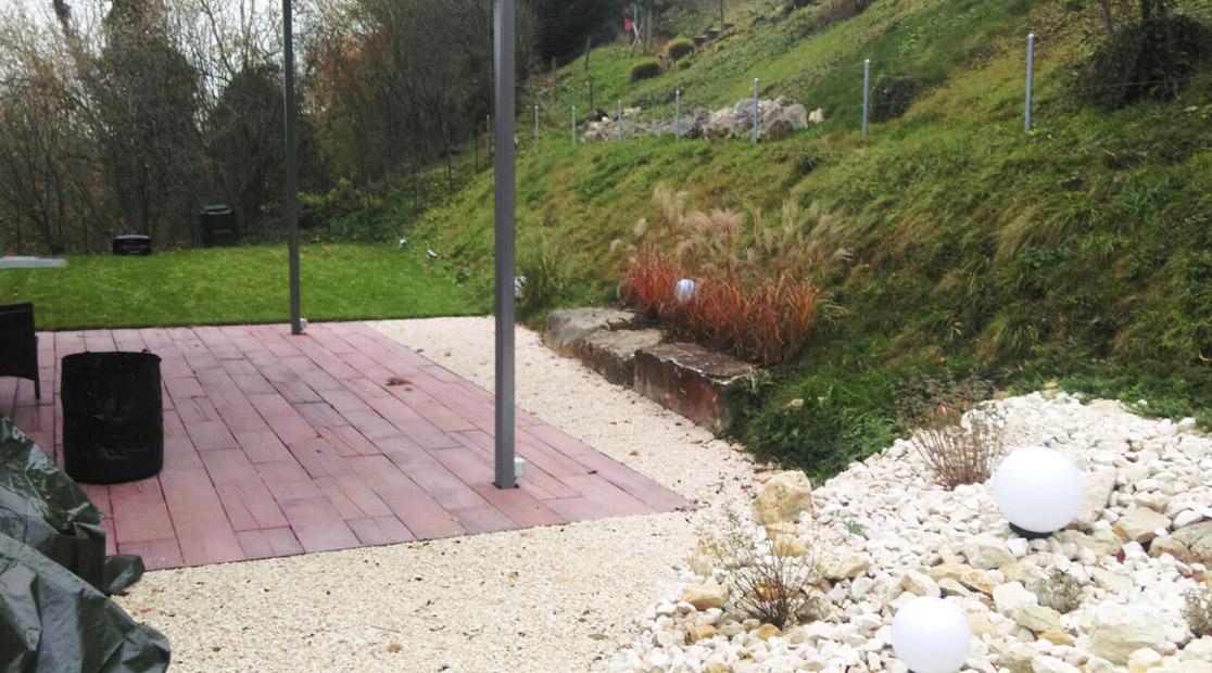 Terrassengestaltung und Steingarten in Auenstein